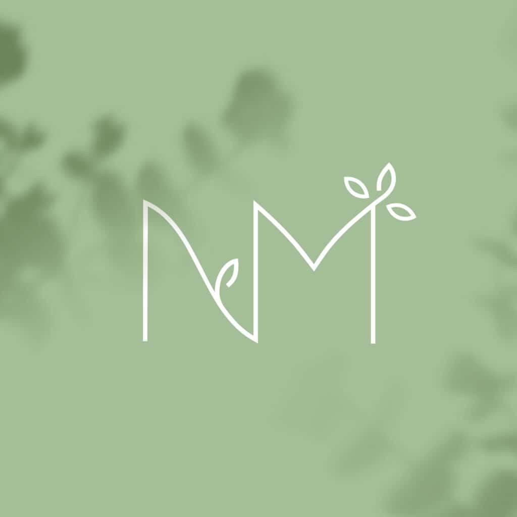 Emblème logotype naturopathe avec typographie végétale