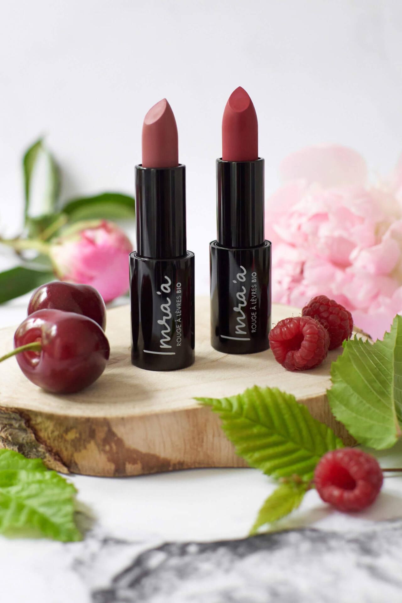 Rouges à lèvres bio avec fruits et pivoine
