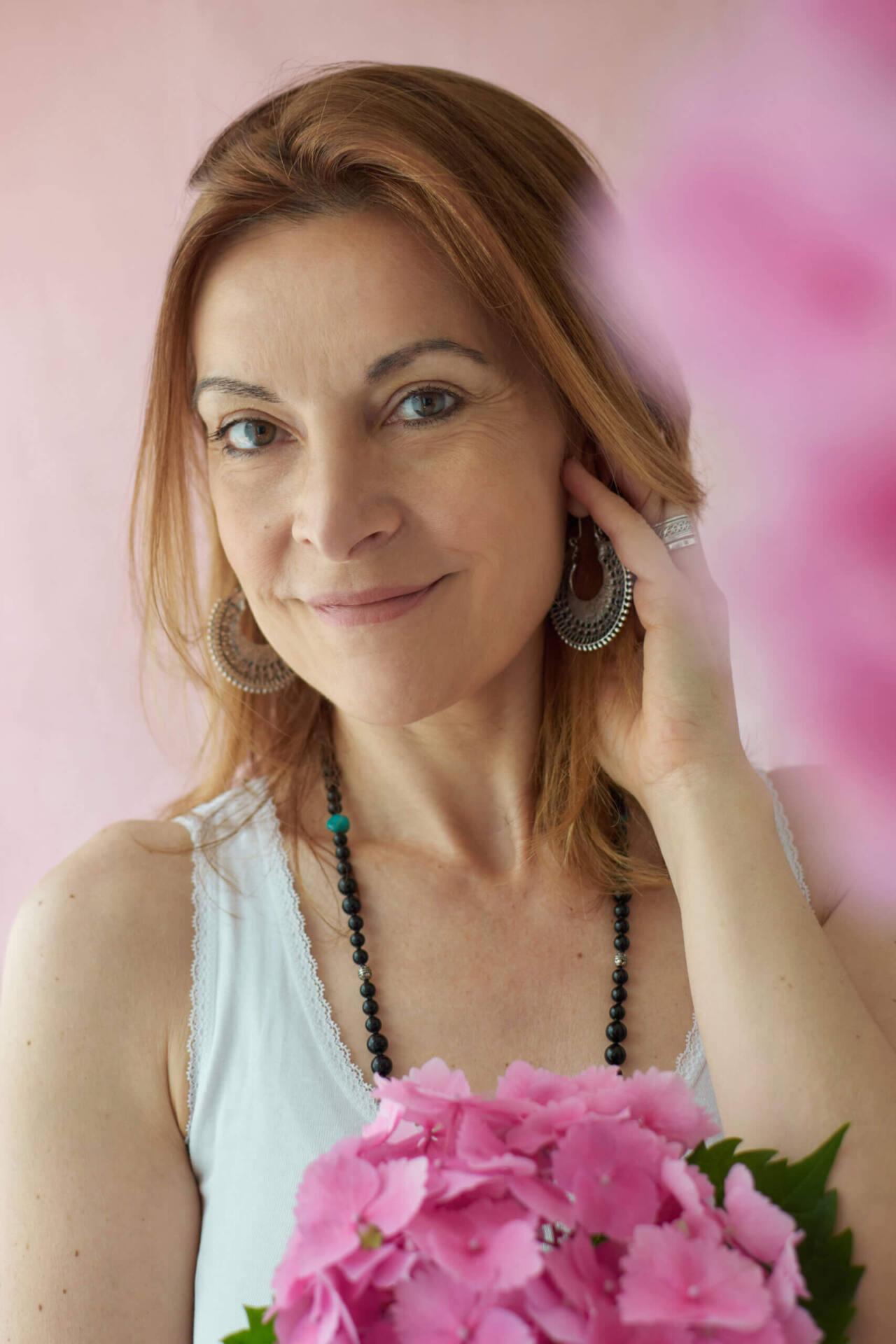 Portrait de femme avec fleurs